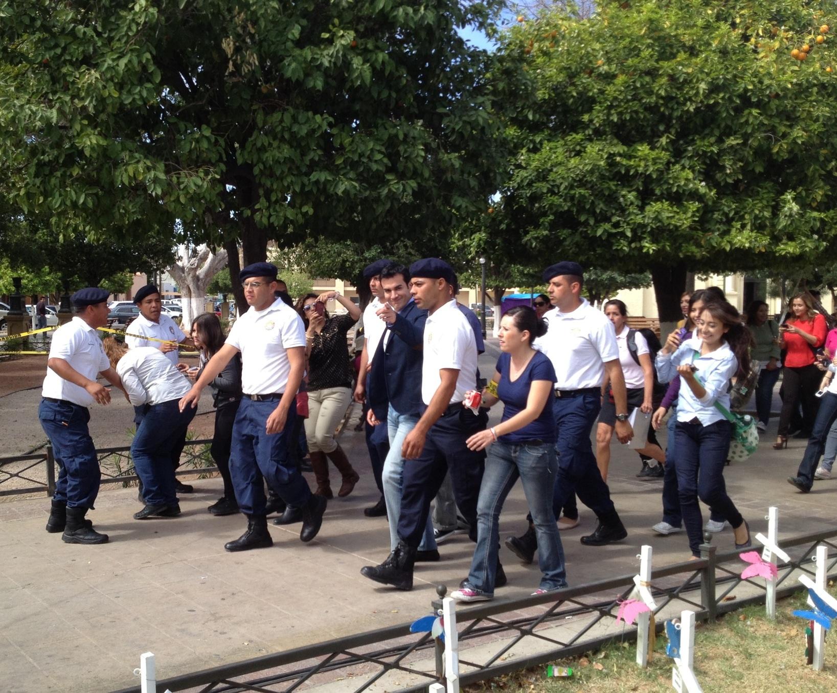 Policías custodian a David Zepeda.