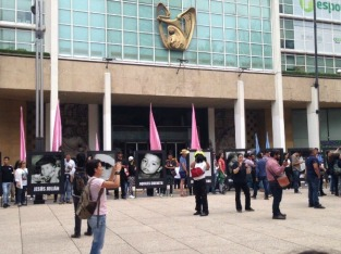 La marcha llega al IMSS, en la avenida Reforma.